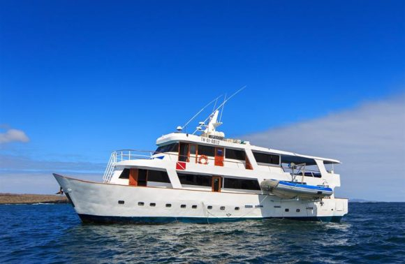 Yacht Aqua – South and Central Galapagos Islands